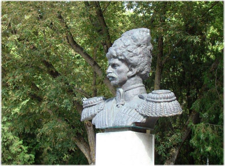 Памятник А.Д. Безкровному