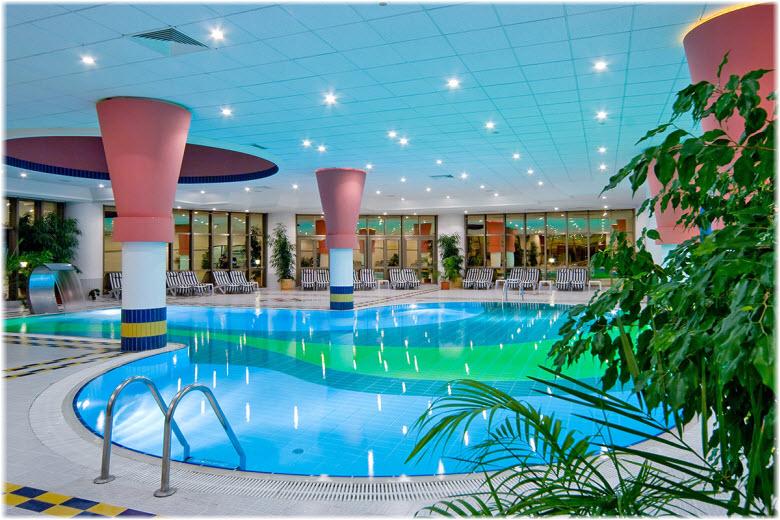бассейн в гостинице Надежда