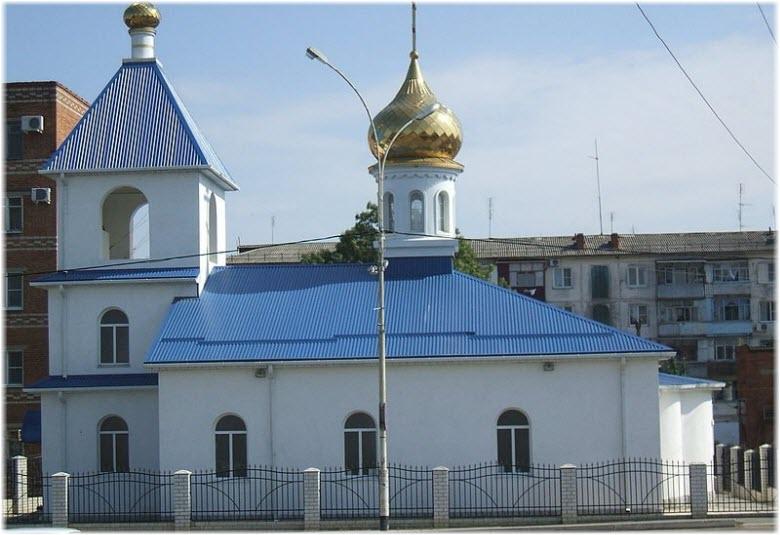 вид на Александро-Невскую церковь