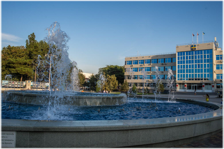 фото Танцующих фонтанов днем