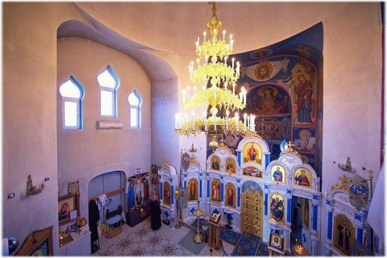 фото внутри Храма в Анапе
