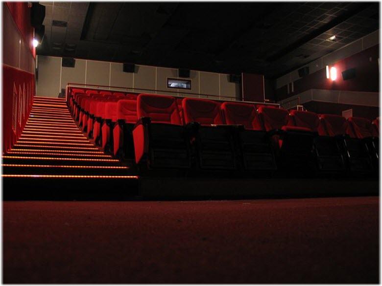 Красный зал кинотеатра Премьер