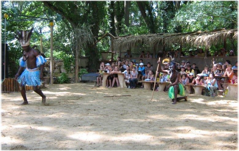 шоу в Африканской деревне