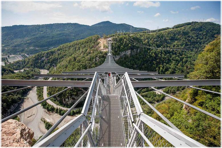 фото окрестностей подвесного моста