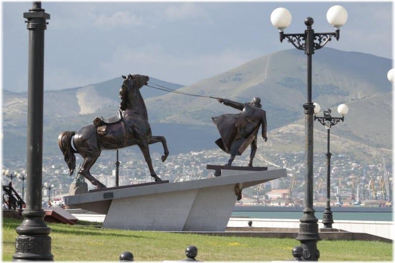 фото памятника Исход