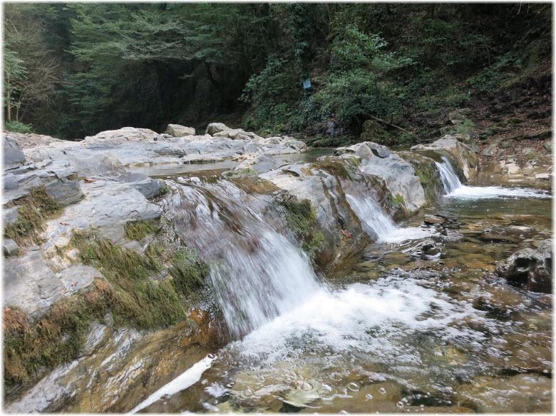 пороги водопада Дм Дм Бон