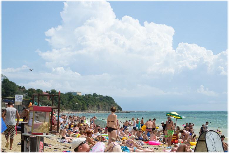 Центральный пляж Джубги