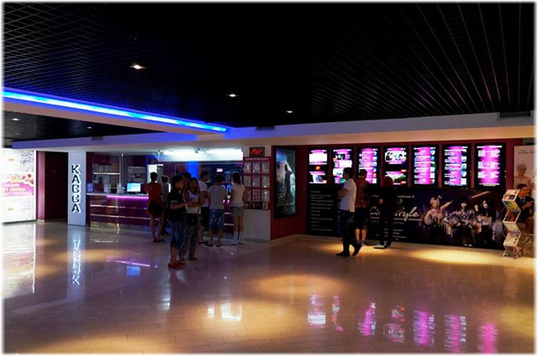 в холле новороссийского кинотеатра