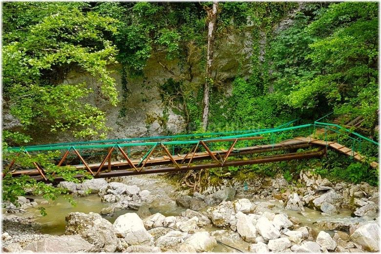 дорога до водопада Пасть дракона