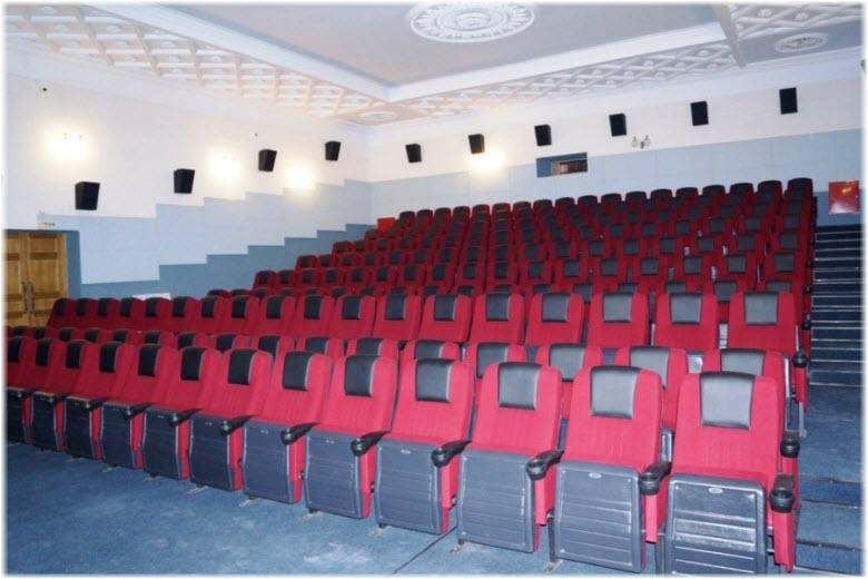 фото внутри центра кино и досуга Россия