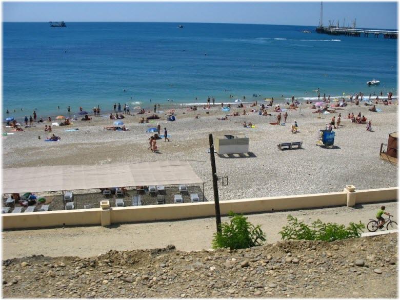 на городском пляже Туапсе