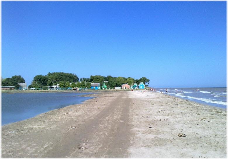 пляж у Лебединого озера