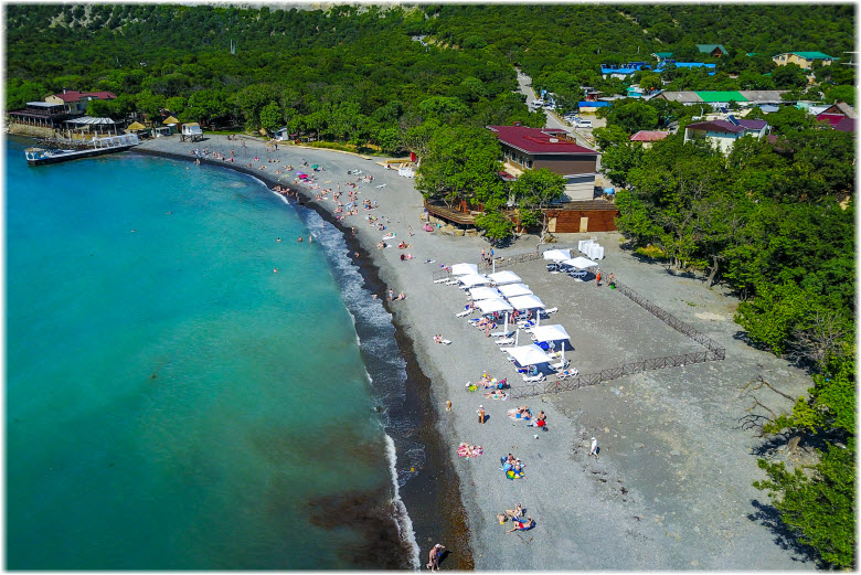 Центральный пляж на Большом Утрише