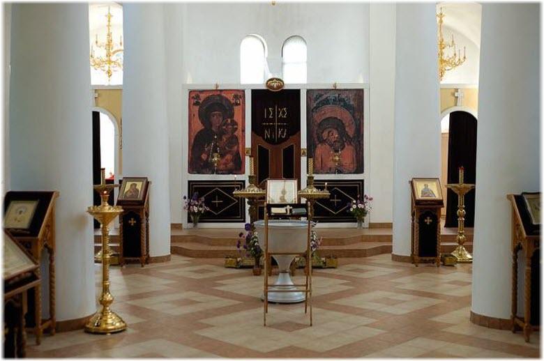 фото церкви Харлампия внутри
