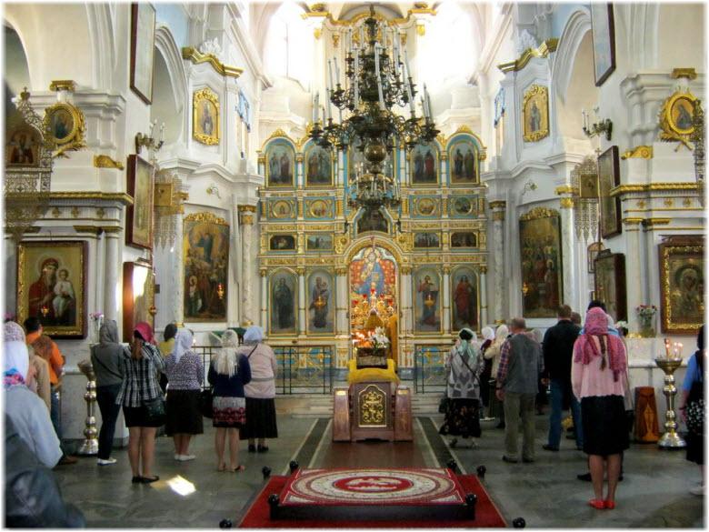 фото внутри Храма Святого Духа