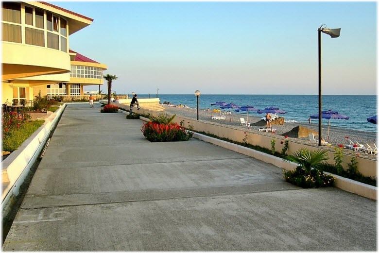 Центральный пляж Уч-Дере