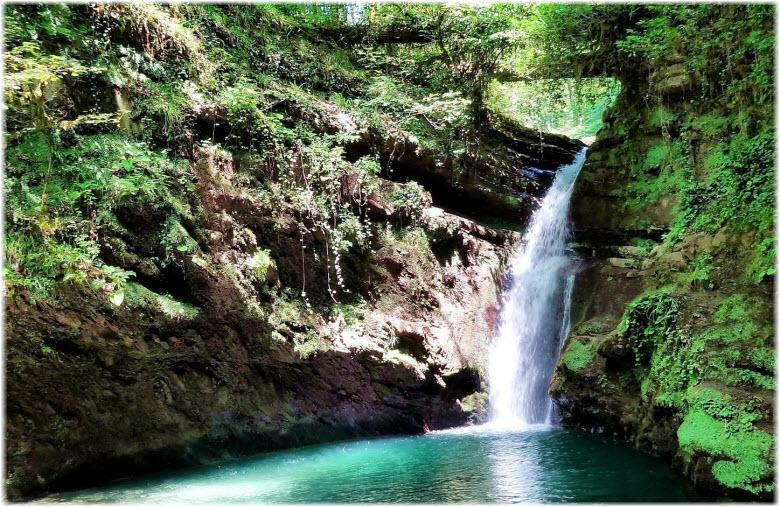 у Ивановского водопада