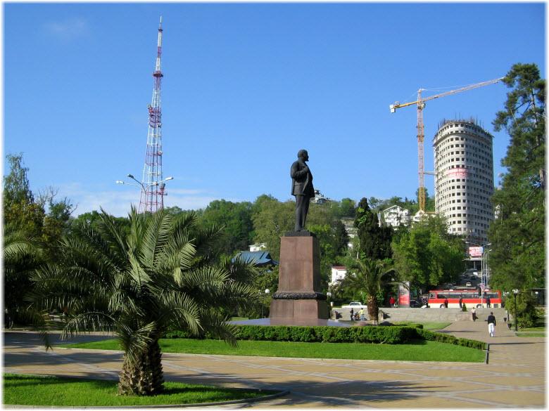 фото памятника Ленину и площади Искусств