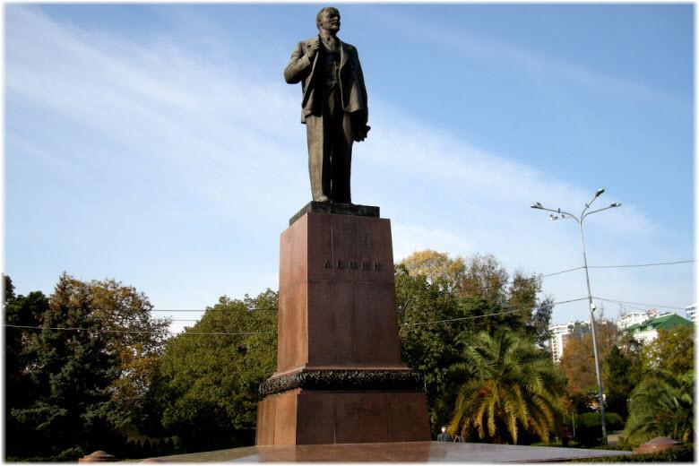 памятник Ленину в Сочи