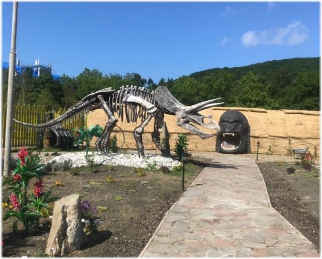 скелет динозавра в Динопарке