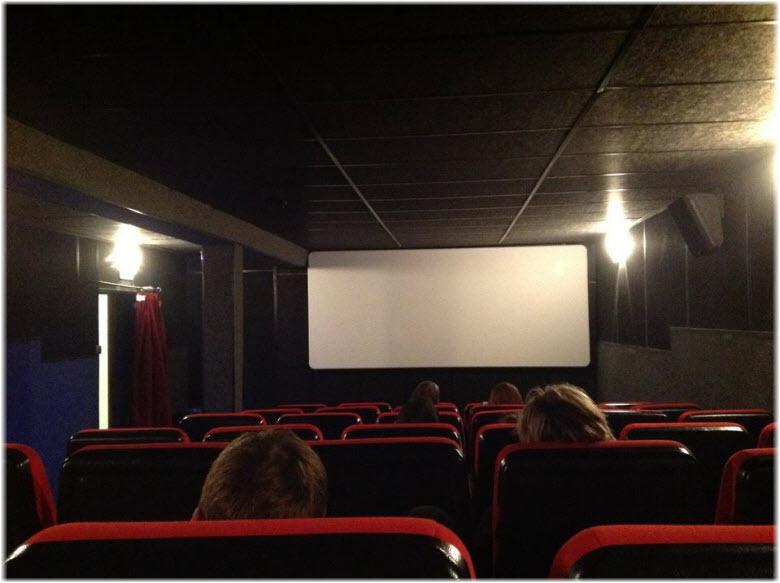 красный зал кинотеатра