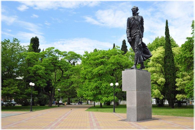 памятник Островскому в Сочи