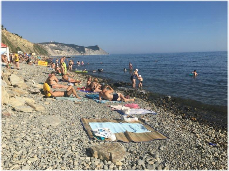 туристы на пляже 40 лет Победы