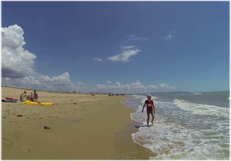 на диком пляже Витязево