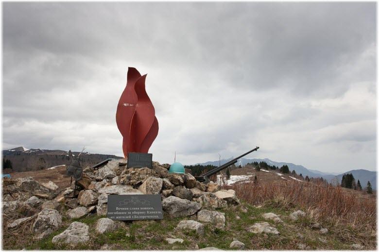 памятники на Грачевском перевале