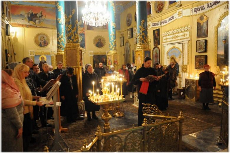 фото на службе в соборе Архистратига Михаила