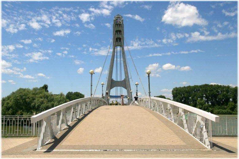Мост поцелуев в Краснодаре