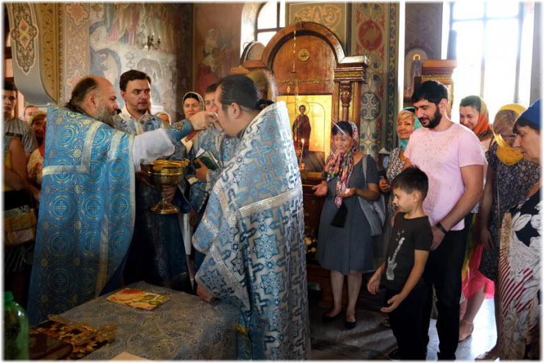 фото со службы в храме