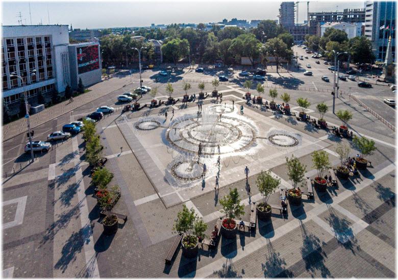 фото Театральной площади днем