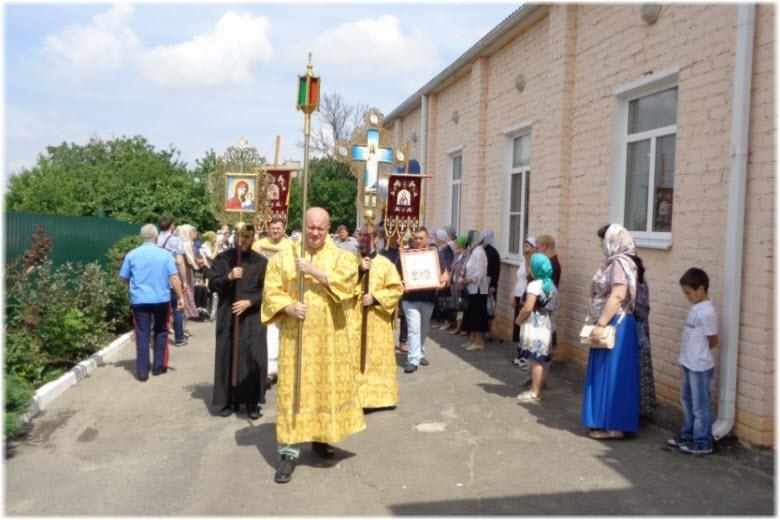крестный ход в церкви