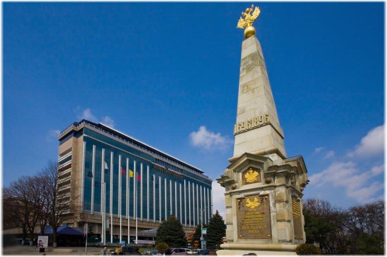 памятник 200-летию Казачеству Кубани