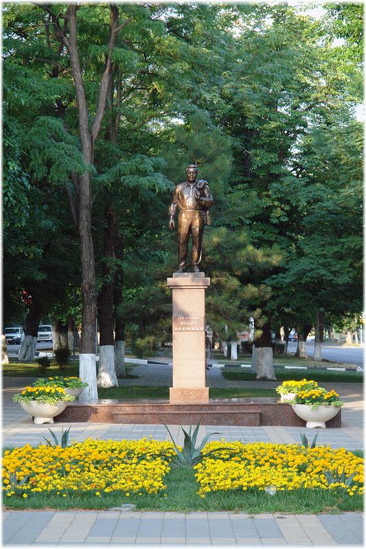 памятник Леониду Брежневу