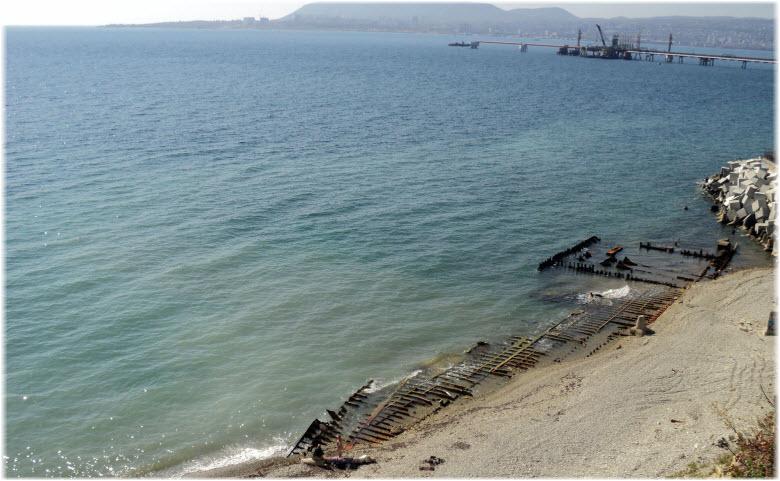 Пляж за терминалами «Транснефти»