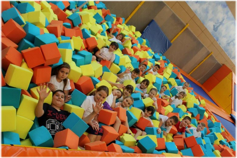 дети в батут-центре Таганрога
