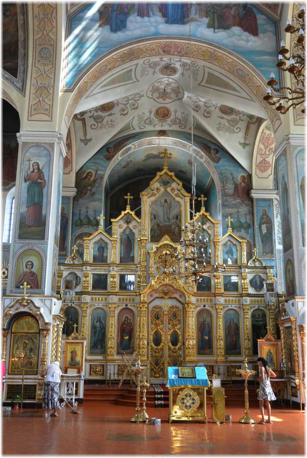 фото внутри Покровского храма