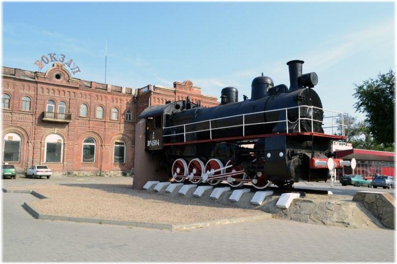 памятник поезду у ЖДВ Таганрог-2