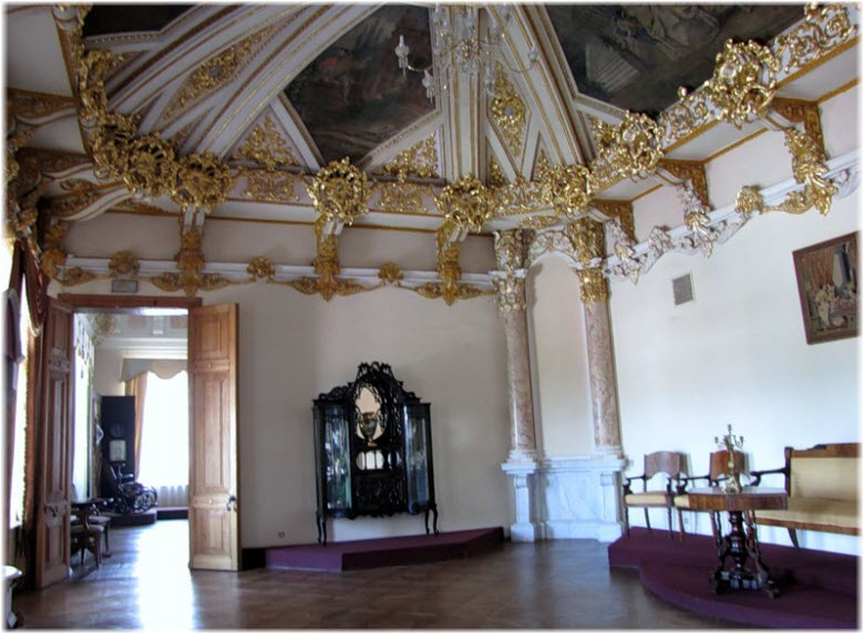 Фото внутри дворца Алфераки