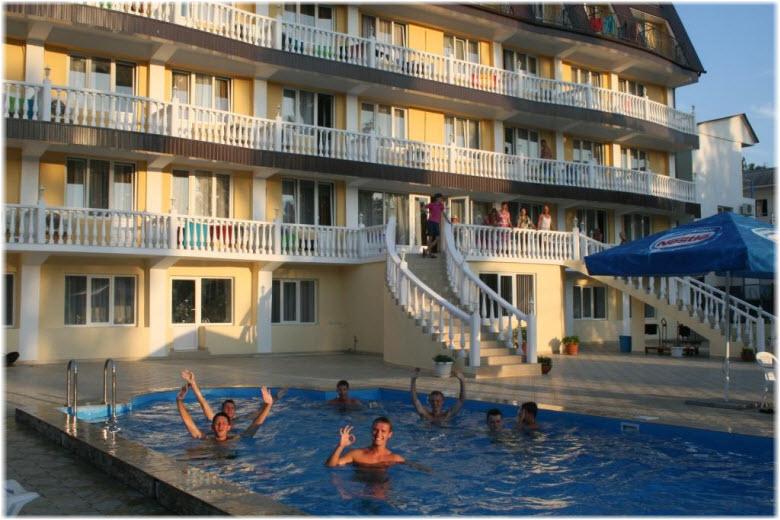 Отель «Лето»