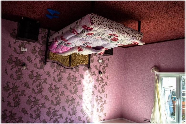 Спальня в Доме вверх дном