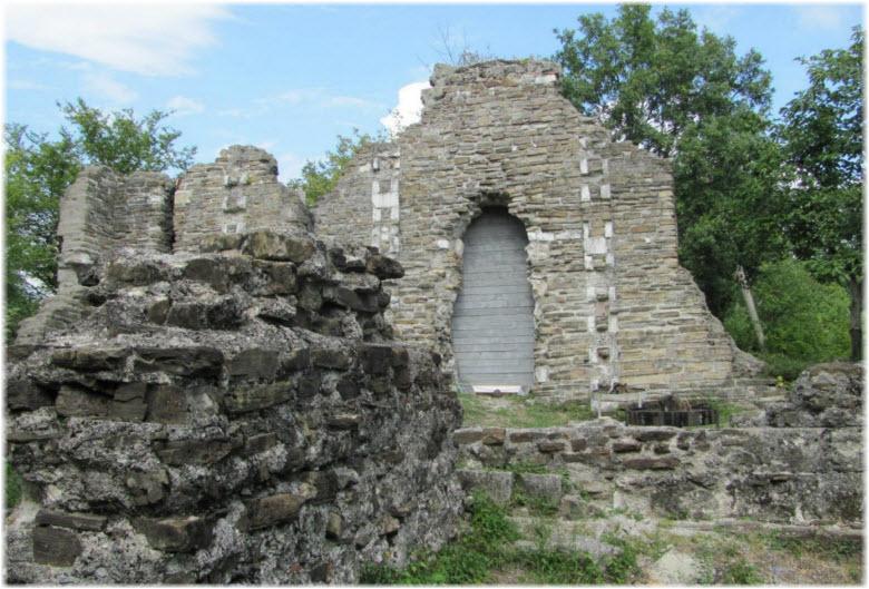 фото развалин Лооского храма