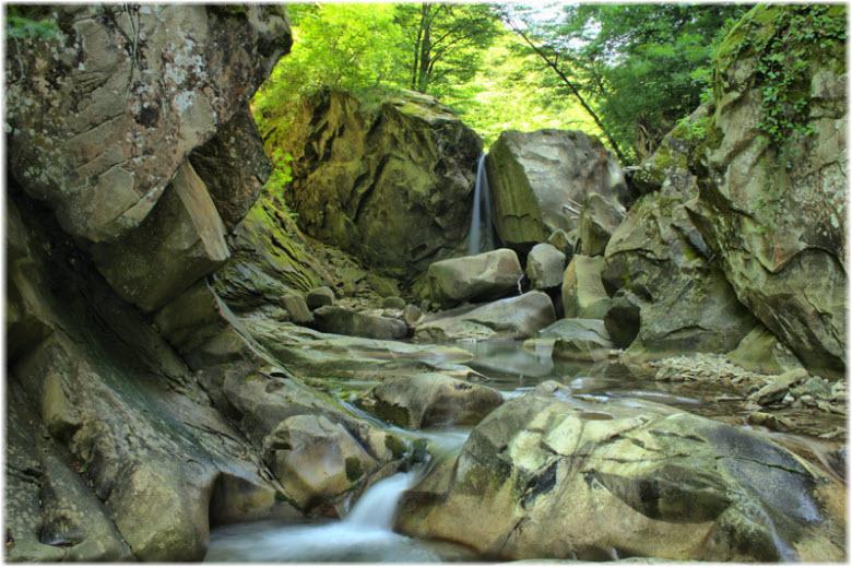 водопады на реке Дедеркой