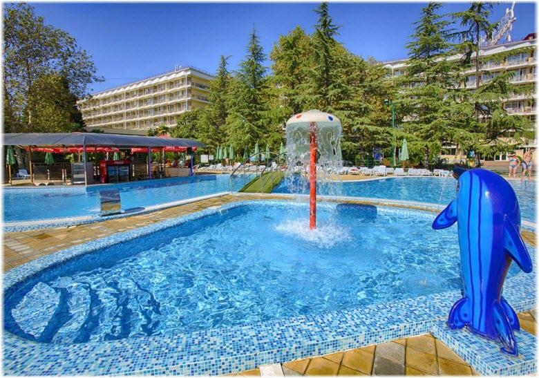 бассейн пансионата Бургас