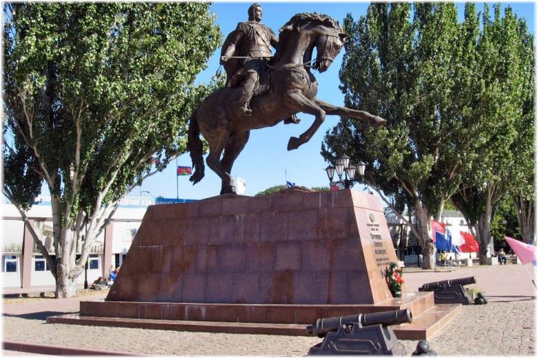 памятник Воронцову в Ейске