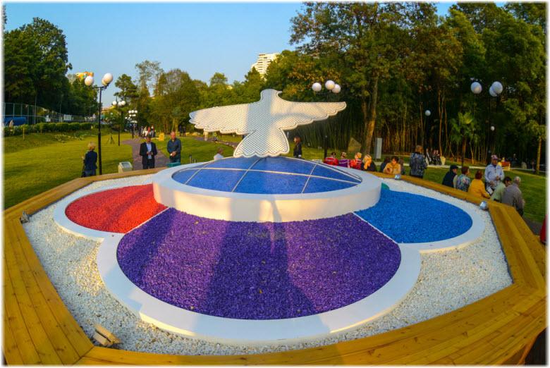 фото голубя в Фестивальном сквере