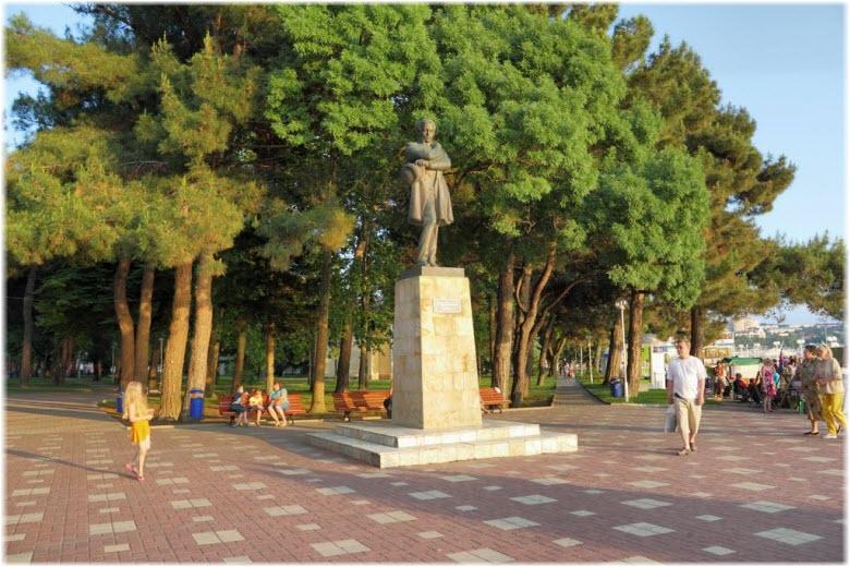 фото памятника Лермонтову