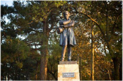 памятник Лермонтову в Геленджике